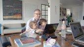 Regisseur Haemmerli mit Kindern (32.5 cm x 18.3 cm @300dpi)